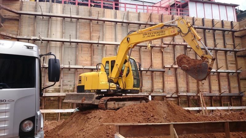 Escavadeira08 toneladas com caçamba