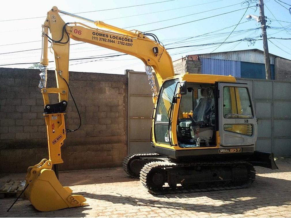 Escavdeira de 8 toneladas com rompedo (Copy)