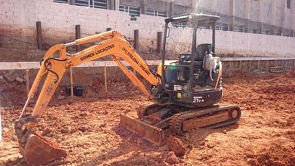 Mini Escavadeira 03 toneladas (Copy)